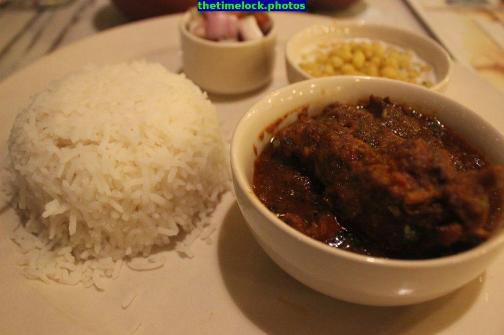 khada chicken thali